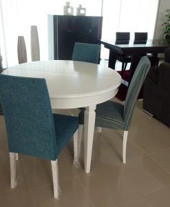 Mesa Red.Branca cadeira azuis